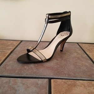 🆕 Vince Camuto T-Strap Sandals